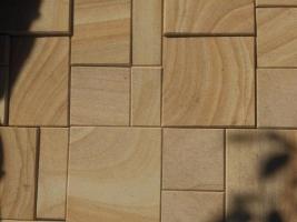 пиленная плитка из камня песчаника природного