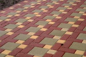 Стоимость мощения тротуарной плитки для дачи в Мытищи, Пушкино, Щелково, Королев