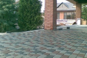 Укладка тротуарной плитки на даче цена