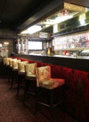 Барная стойка и барные стулья