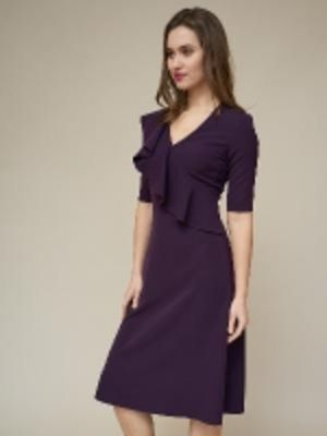 Платье с воланом на полочке