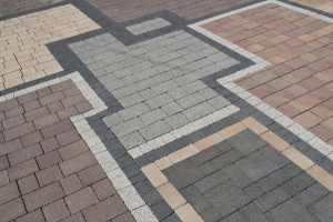 Укладка тротуарной плитки на бетонное основание цена