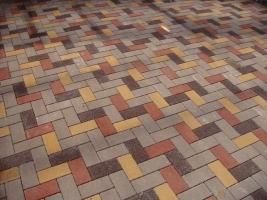 Укладка тротуарной плитки на песок с цементом