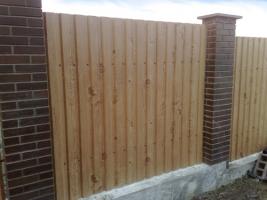 Забор из профнастила с колоннами