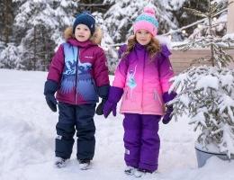 Зимние комбинезоны, костюмы и куртки для детей