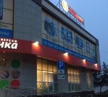 Отделка магазина в технике навесного фасада