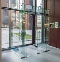 «СтеклоТехСервис» изготавливает стеклянные перегородки на новом оборудовании